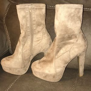 *NEVER WORN* Taupe Faux Suede Platform Booties